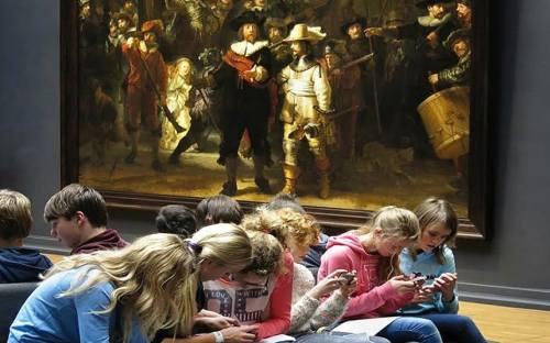 Teens using museum app