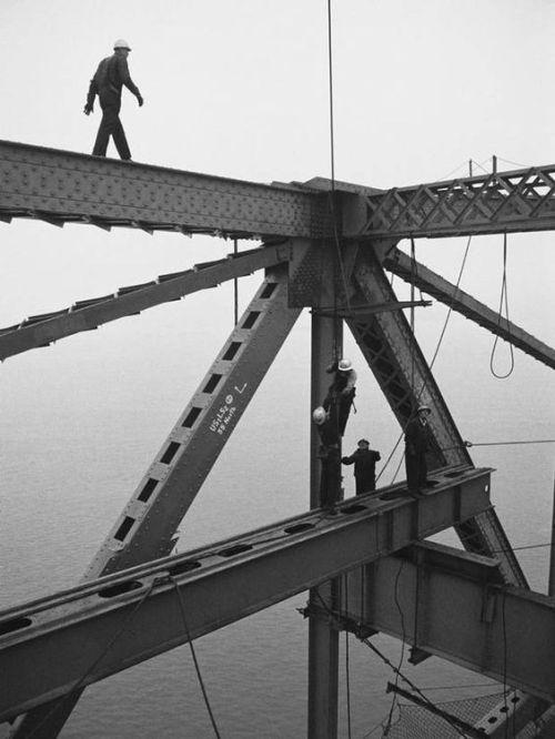 Construction workers building the Golden Gate Bridge