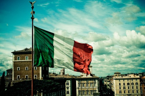 One of the Italian flags flying on front of the Altare della Patria, in Rome - Dave Kellam, flickr